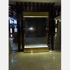 آبنما شیشه ای با فریم طلایی-لابی مجتمع مسکونی